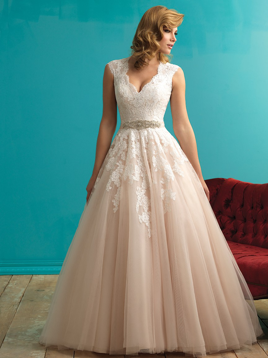 Every woman has a different body type, be sure to choose the best wedding dress for yours!