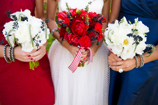 Are you planning a holiday weekend wedding? Take a look at these tips: Image