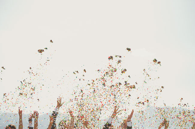 Display confetti in a fun way at your wedding Image