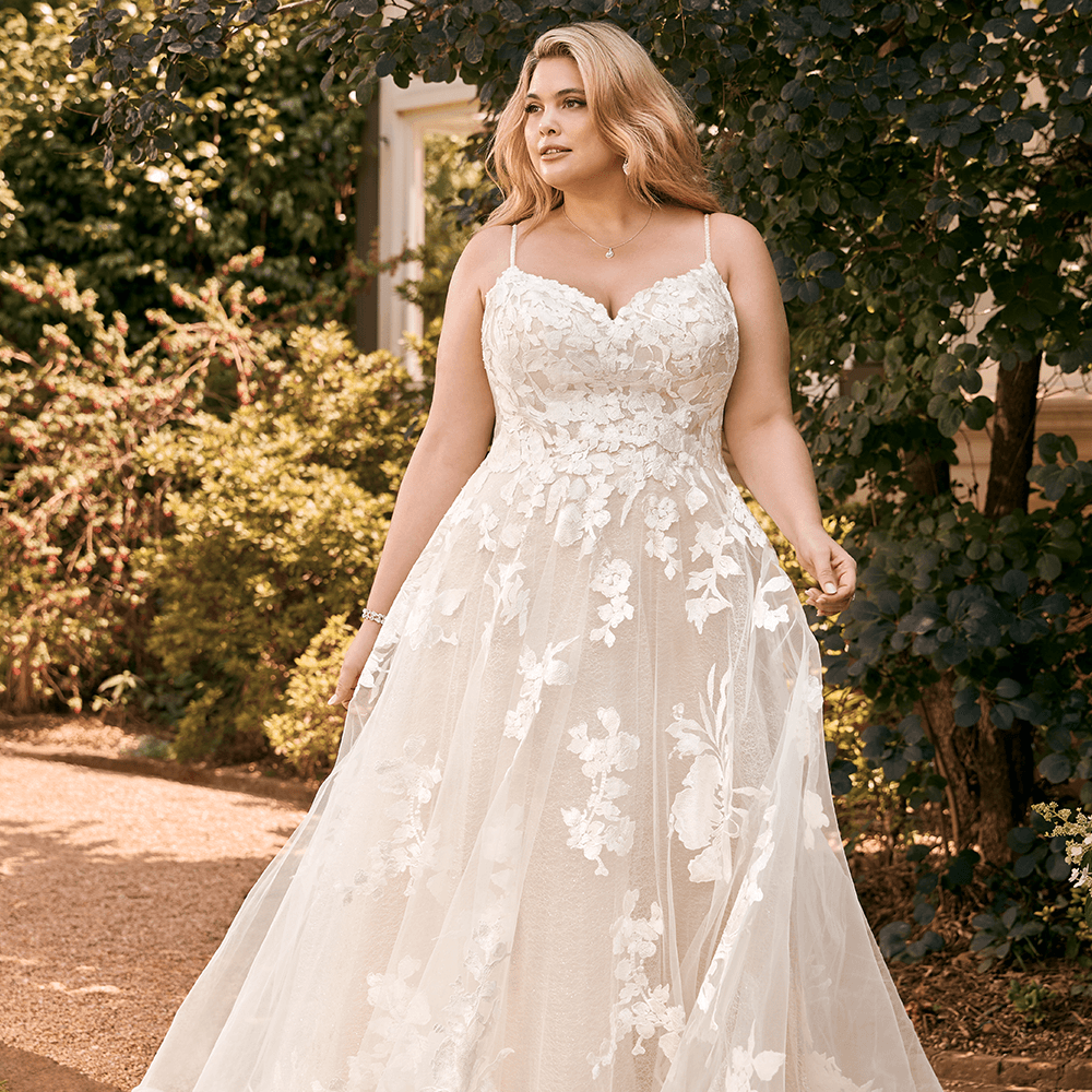 Plus Size Model and bridal dress